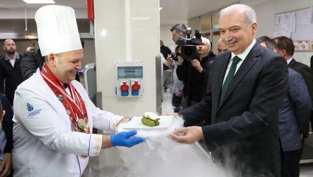 Başkan Uysal, Sosyal Tesisler'in madalyalı aşçılarını kutladı